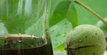 Ликер из зеленых и спелых грецких орехов