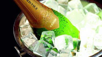Как быстро охладить шампанское