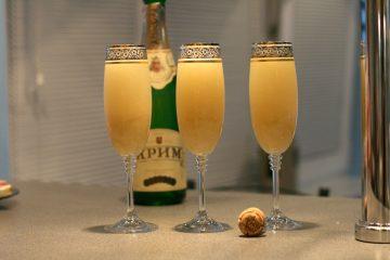 Коктейль шампанское с персиковым соком