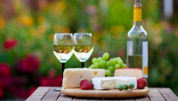 Какие блюда подают к красному и белому вину